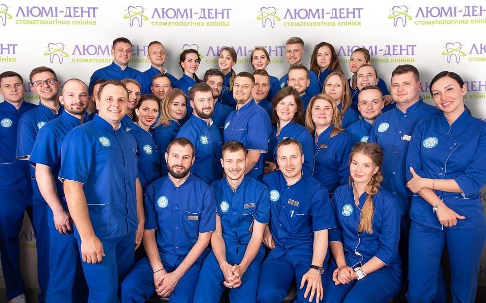 Команда врачей стоматологов в клиниках Люми Дент
